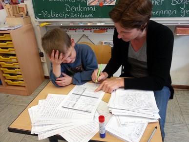 Alle vier Wochen führen wir mit jedem Kind ein Lerngespräch durch und vereinbaren mit ihm individuelle Lernziele.